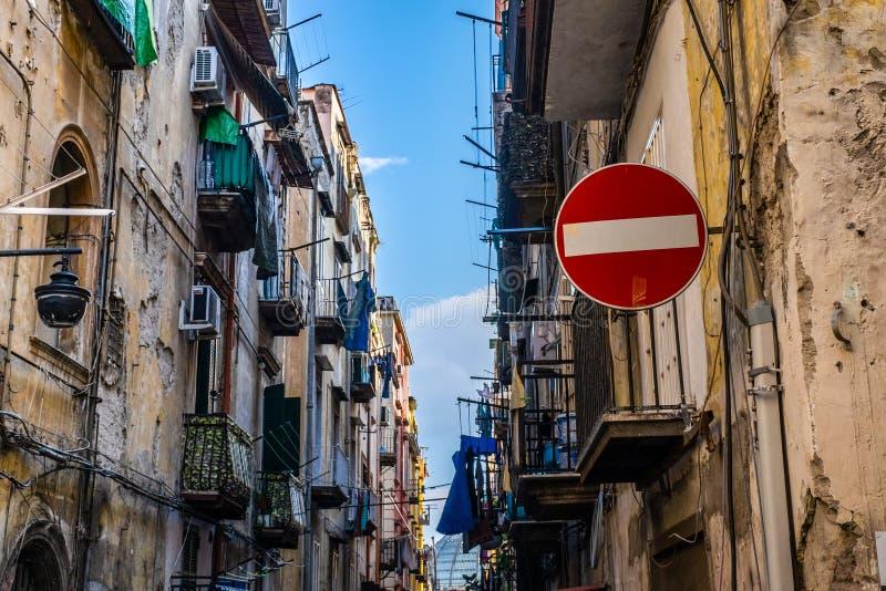 Straße tragen Zeichen nicht zum spanischen Viertel in Napoli ein stockfoto