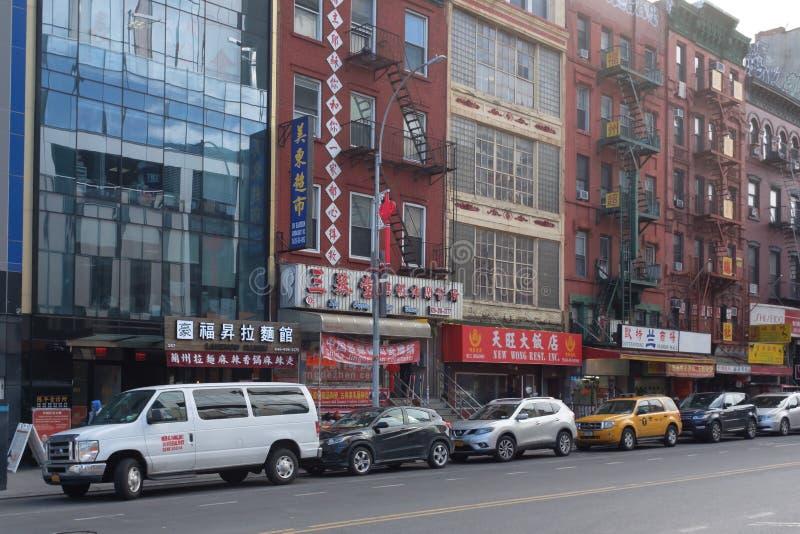 Straße und Gebäude von Chinatown stockfotografie