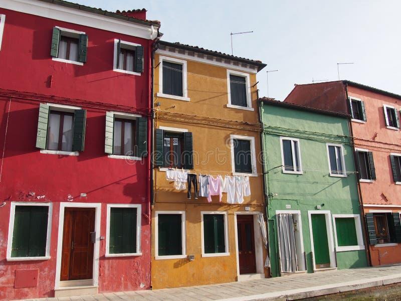 Straße und Waschen - Burano lizenzfreie stockbilder