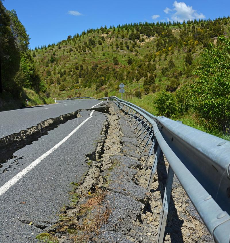 Straße unwegsam an der Spitze der Hunderlee-Hügel stockbild