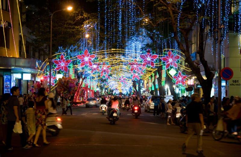 Straße verziert für Weihnachten in Vietnam stockfotografie