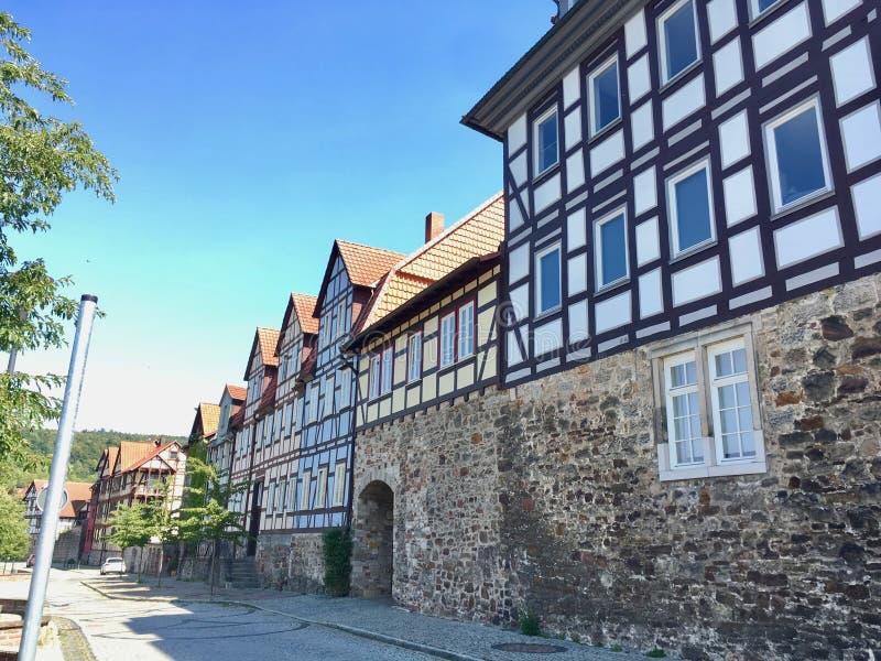 Straße voll von traditionellen deutschen Fachwerkhäusern lizenzfreies stockfoto