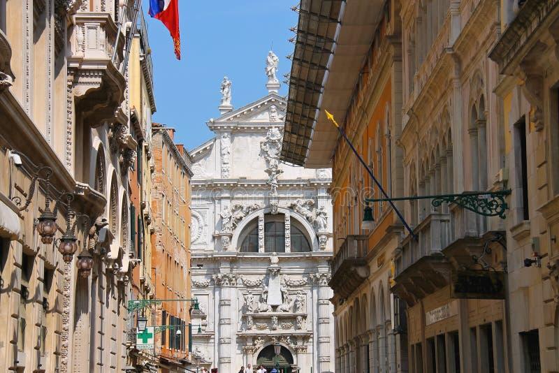 Straße vor der Kirche von San Moise in Venedig, Italien lizenzfreie stockfotografie