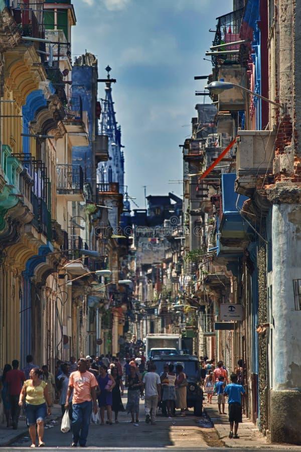 Straße in zentralem Havana, Kuba stockbild