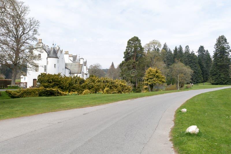 Straße zu Blair Castle stockfotos
