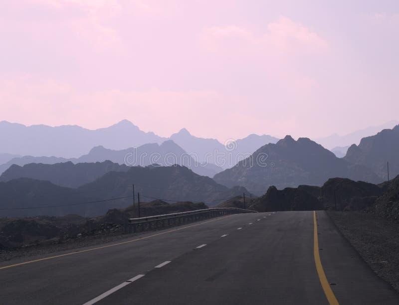 Straße zu den Hügeln in Hatta lizenzfreie stockbilder