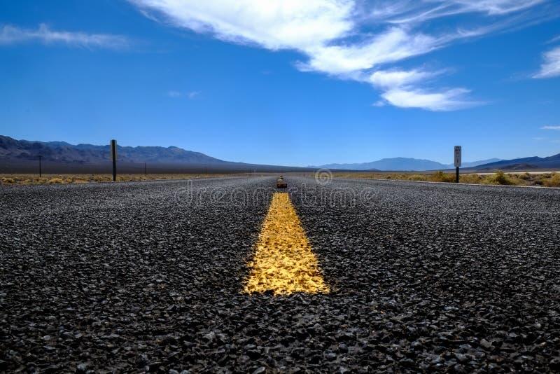 Straße zu irgendwo lizenzfreie stockfotografie