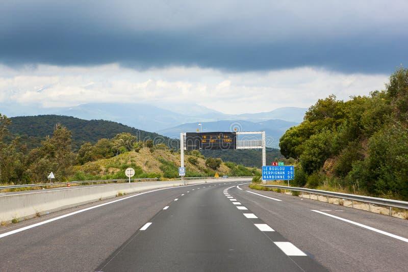 Straße zu Le Boulou, Frankreich stockbild