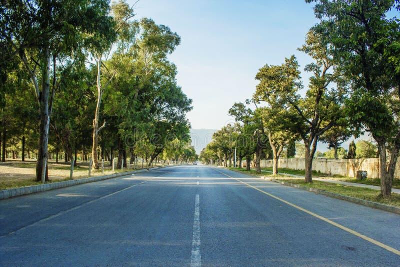 Straße zu Margalla-Hügeln in Islamabad lizenzfreie stockfotos