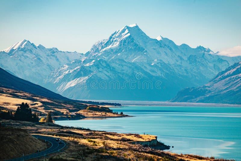 Straße zu Mt-Koch, der höchste Berg in Neuseeland stockbild