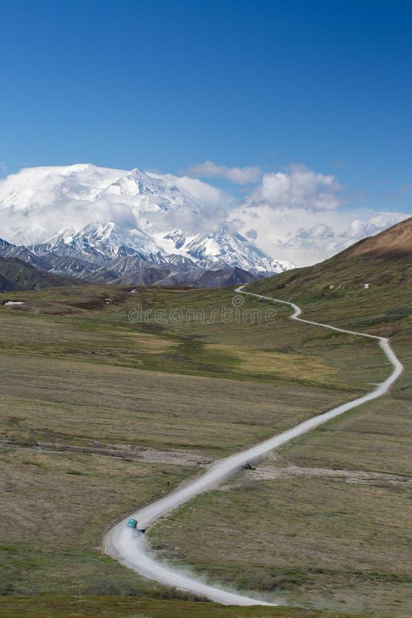 Straße zu Mt McKinley lizenzfreie stockfotos