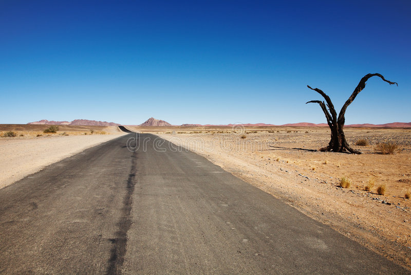 Straße zu nirgendwo stockbilder