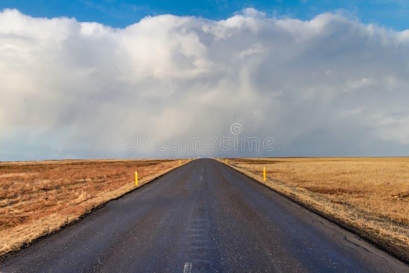 Straße zu nirgendwo lizenzfreie stockbilder