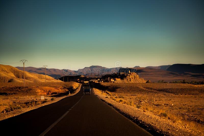 Straße zu Ouarzazate, Marocco stockfotografie