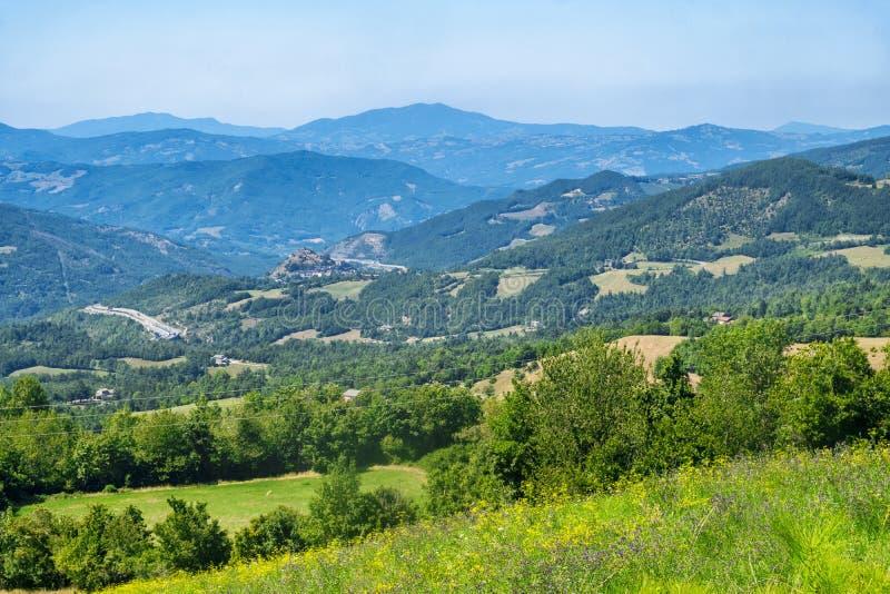 Straße zu Passo-della Cisa, von Toskana zu Emilia stockbild