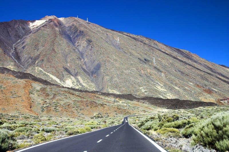 Straße zum Berg stockbild
