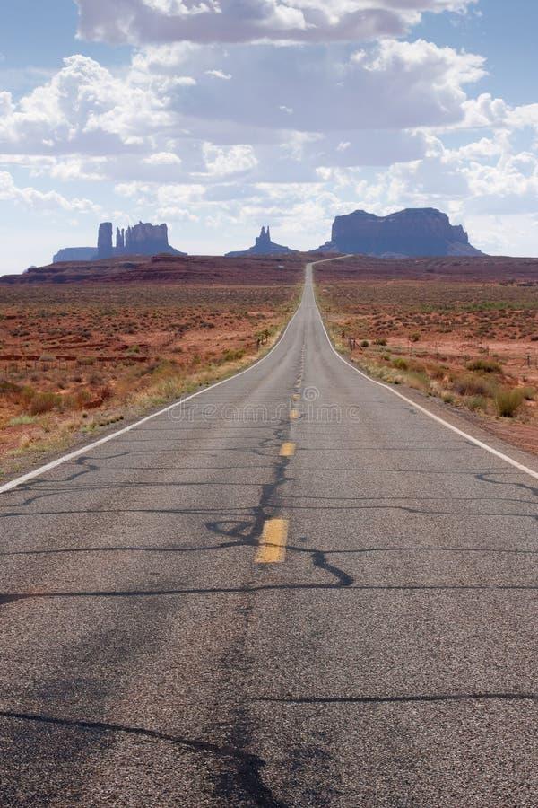 Straße zum Denkmal-Tal, Arizona lizenzfreie stockfotografie