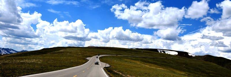 Straße zum Himmel stockbild