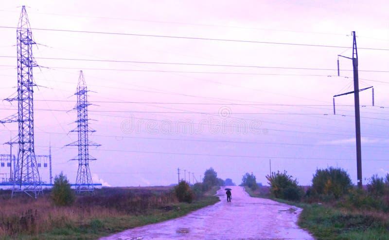 Straße zum Kraftwerk lizenzfreie stockbilder