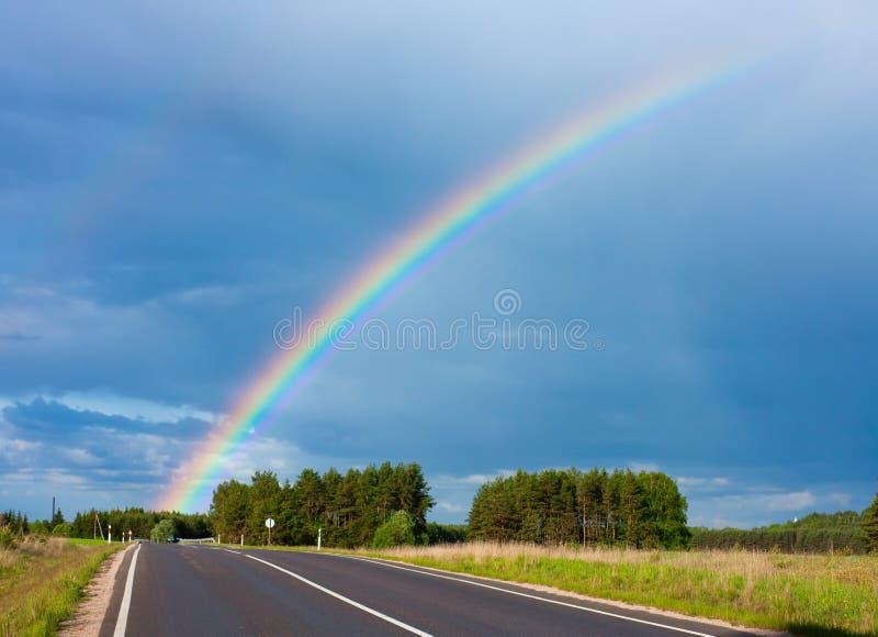 Straße zum Regenbogen lizenzfreies stockfoto