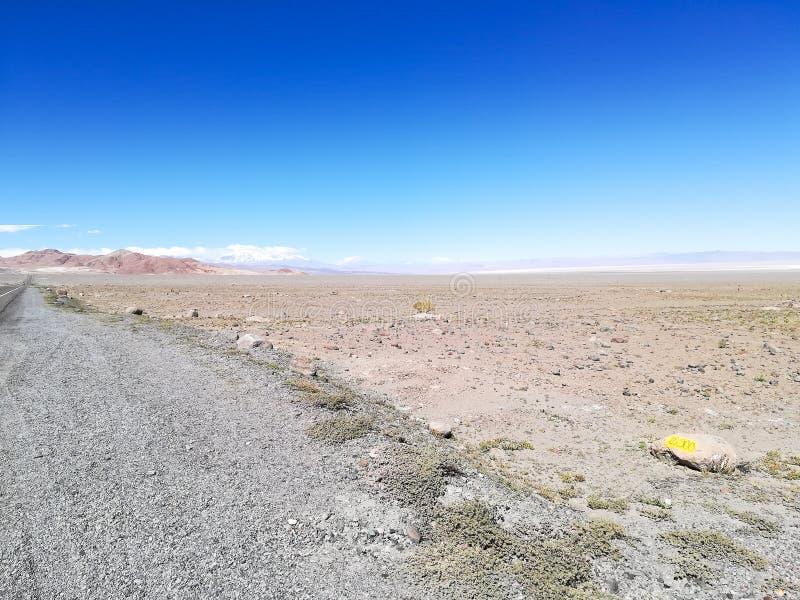 Straße zur natürlichen Reserve des Flamingos, Chile stockbild