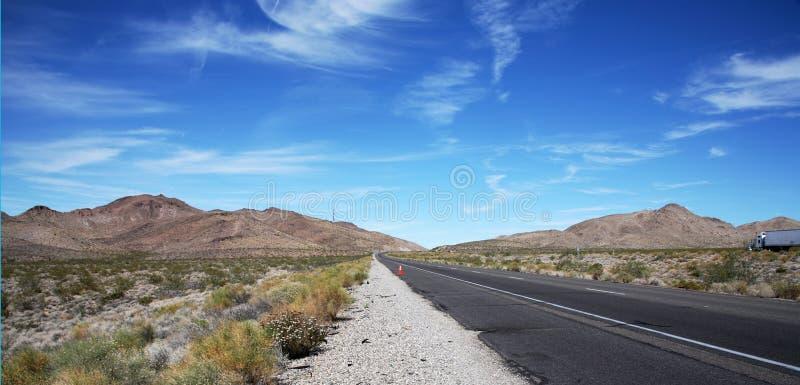 Download Straße zur Unbegrenztheit stockfoto. Bild von zeilen, achtung - 851686