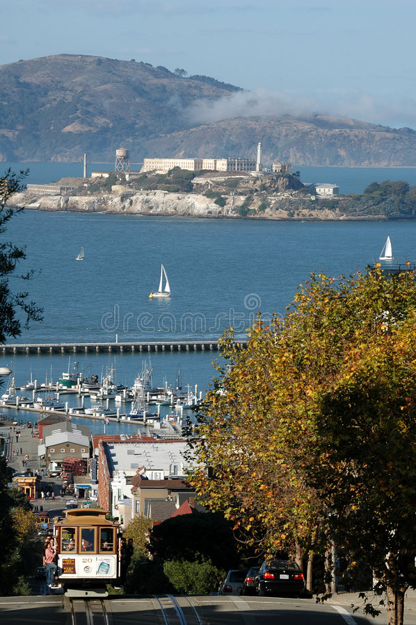 Straßen-Ansicht Francisco-Hyde (Alcatraz und Standseilbahn) stockbilder