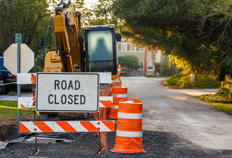 Straßen-geschlossenes Zeichen am Straßen-Bau lizenzfreie stockfotografie