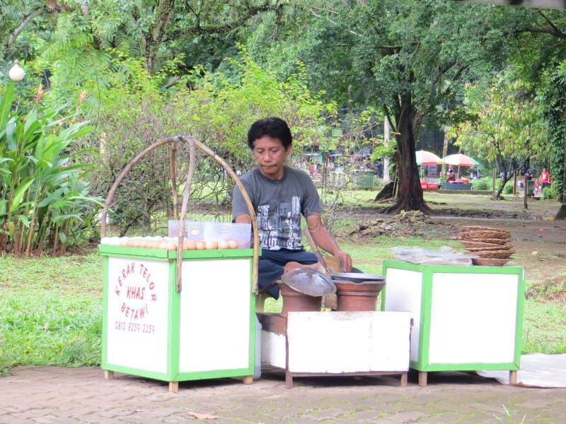 Straßen-Lebensmittel-Verkäufer in Jakarta stockfoto