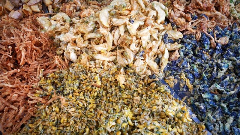 Straßen-Lebensmittel - verschiedene Arten von knusperigem Fried Flowers lizenzfreie stockbilder