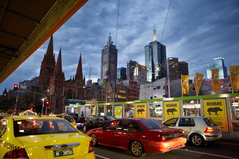 Straßen in Melbourne nach Arbeitsstunde stockbild