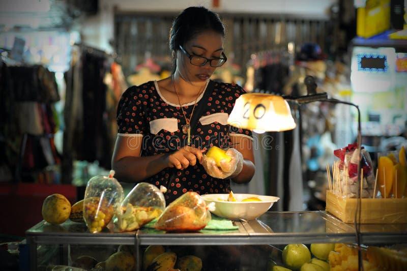 Straßen-Nahrungsmittelverkäufer in Bangkok lizenzfreies stockfoto