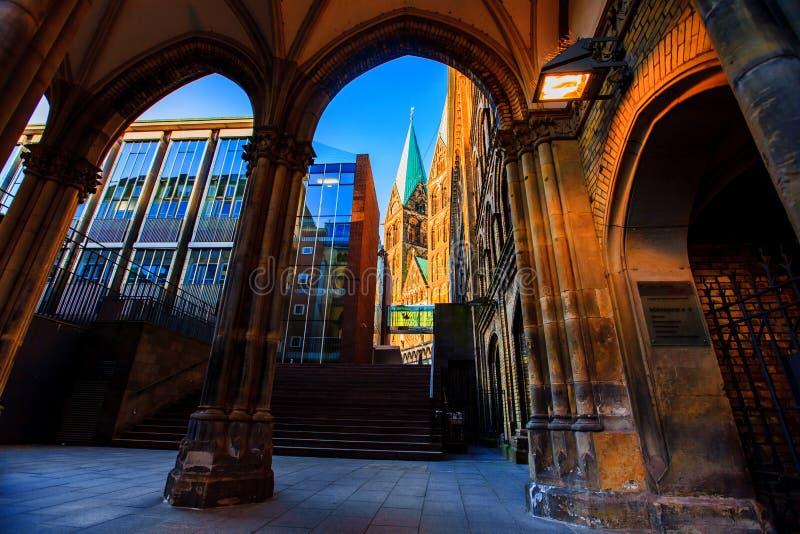 Straßen und Gebäude von altem Bremen stockbilder