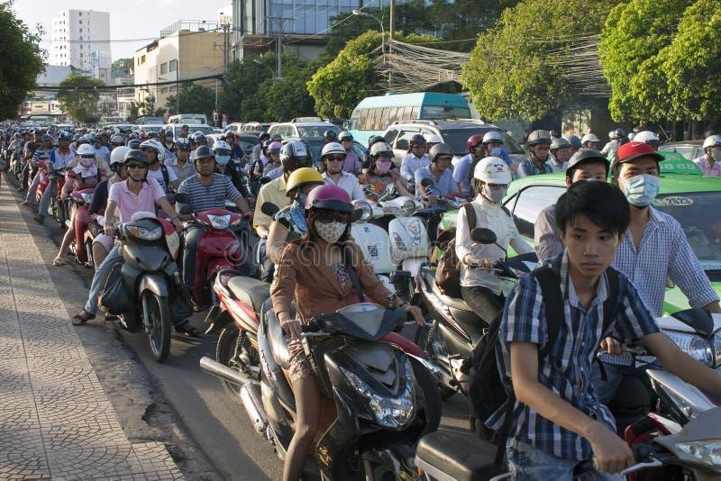 Straßen-Verkehr in Saigon lizenzfreies stockbild