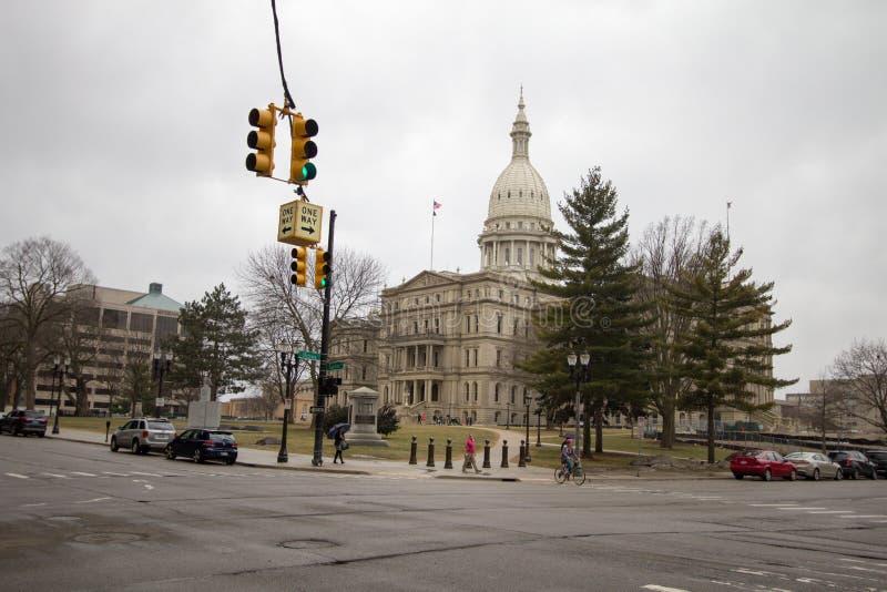 Straßen von im Stadtzentrum gelegenem Lansing Michigan stockfotos