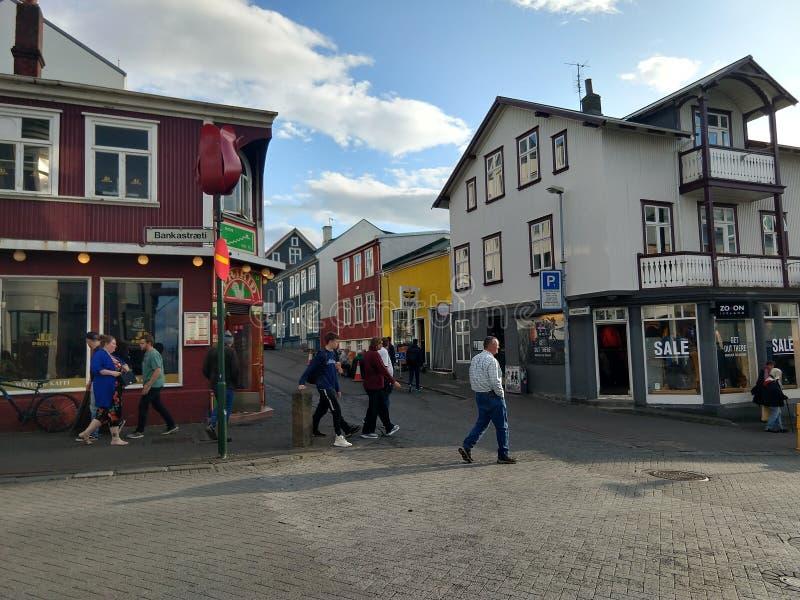Straßen von im Stadtzentrum gelegenem Reykjavik Island stockbild