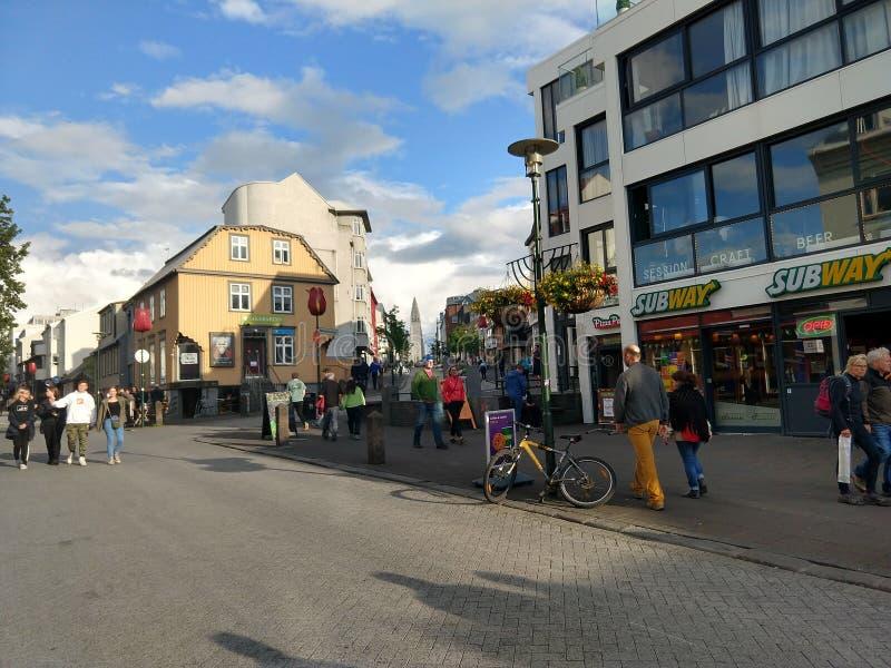 Straßen von im Stadtzentrum gelegenem Reykjavik Island stockfotografie