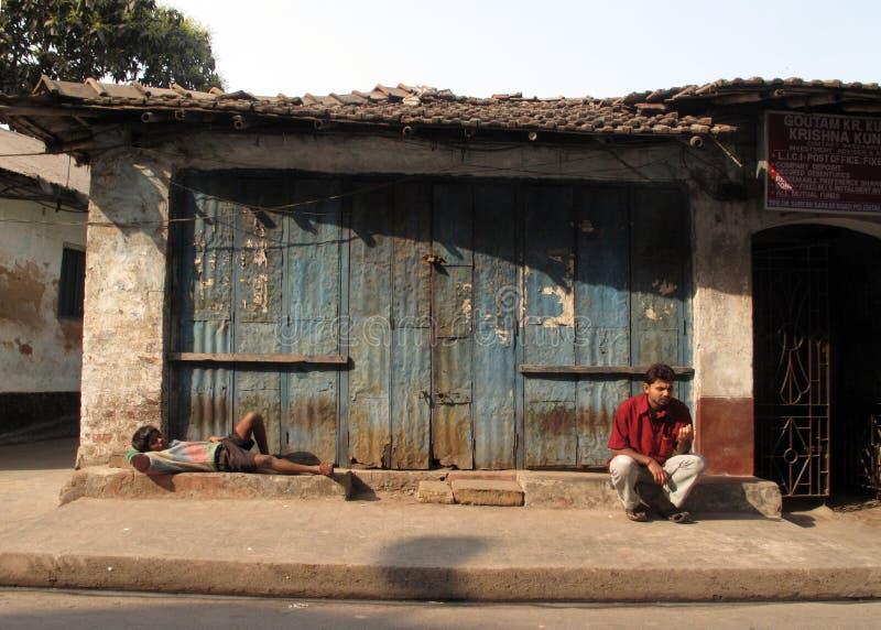 Straßen von Kolkata Leute leben und arbeiten an den Straßen stockfotos