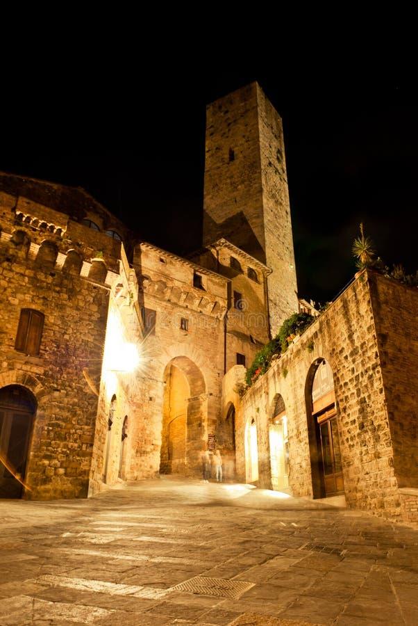 Straßen von San Gimignano, in der Nacht lizenzfreies stockfoto