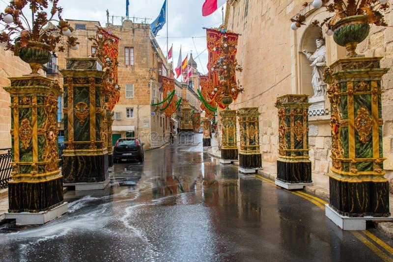 Straßen von Valletta während eines religiösen Festes stockfoto
