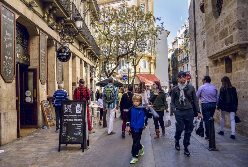 Straßenansicht in die historische Mitte von Valencia lizenzfreie stockbilder