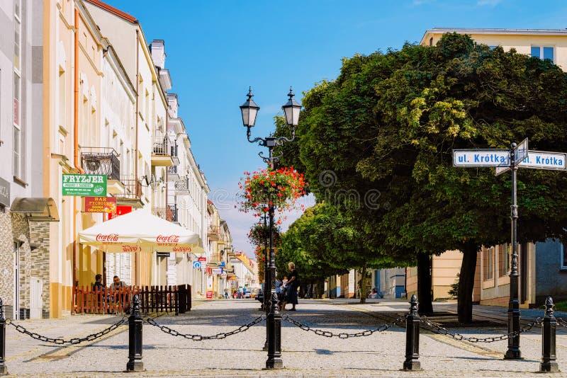 Straßenansicht in die Mitte von Lomza in Polen lizenzfreie stockfotografie