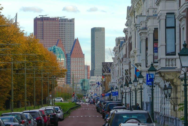 Straßenansicht von Den Haag Stadtskylinen lizenzfreies stockbild