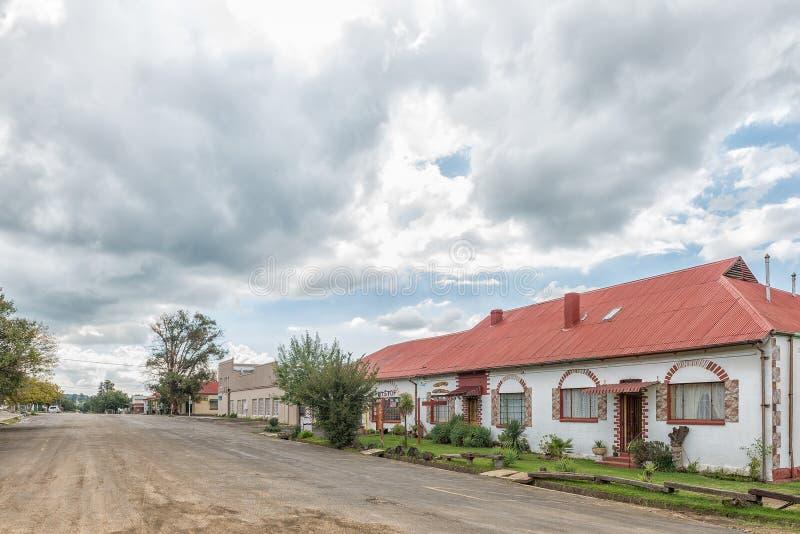 Straßenbild, mit einem Gästehaus und einer Stange, in Zastron stockfoto