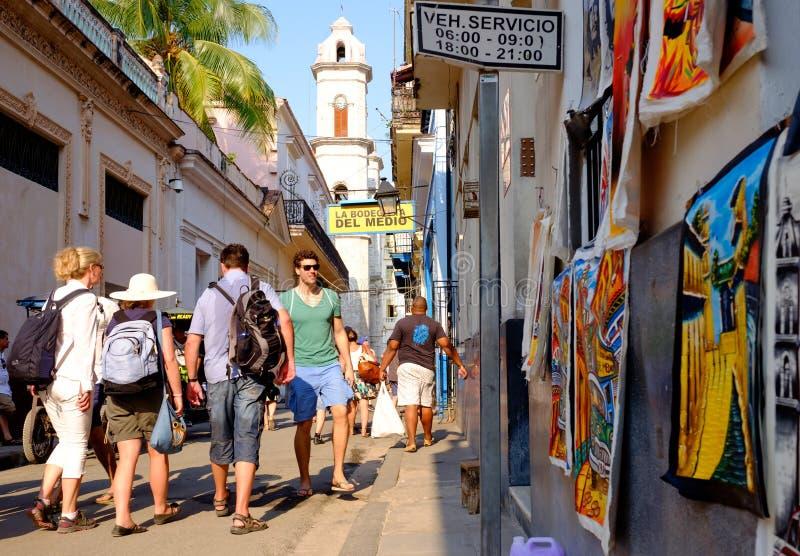 Straßenbild nahe bei berühmten Bodeguita Del Medio in altem Havan lizenzfreie stockfotos