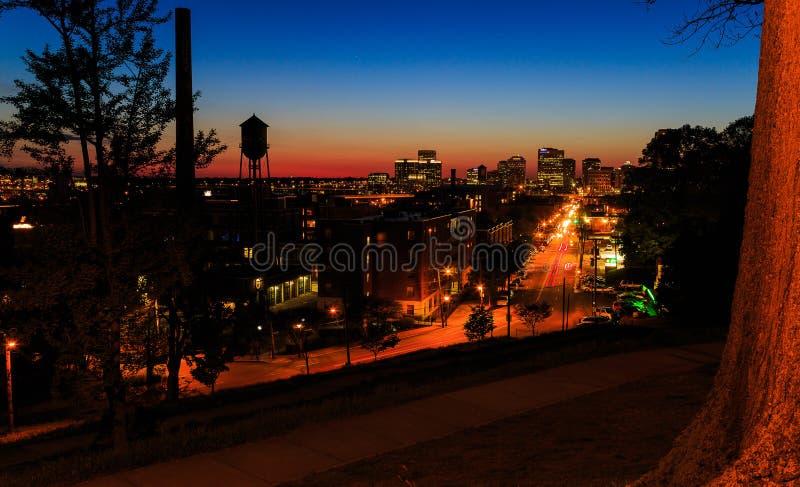 Straßenbilder von Libby Hill Richmond Va am Abend stockfotos