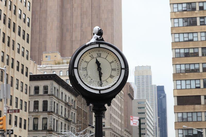 Straßenborduhr stockfoto