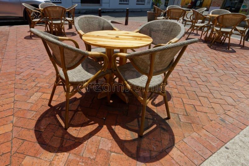 Straßencafé in Sommer 1 lizenzfreie stockfotos