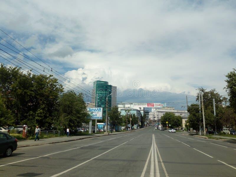 Straßendiebe in der Stadt von Tscheljabinsk in Richtung des Revolutionsquadrats lizenzfreies stockbild