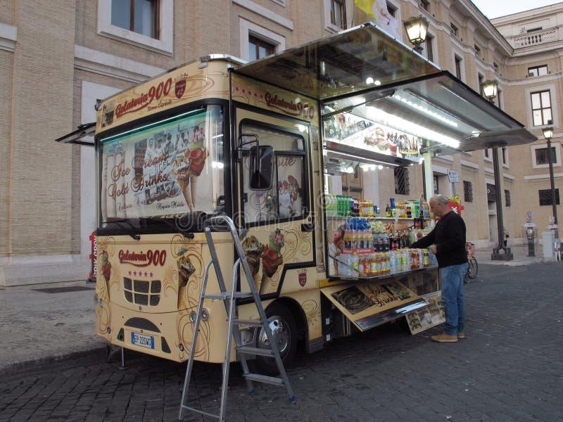 Straßeneiswagen in Rom stockbilder